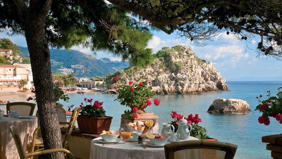 Hoy visitaremos este encantador rincón italiano llamado Belmond Villa Sant'Andrea