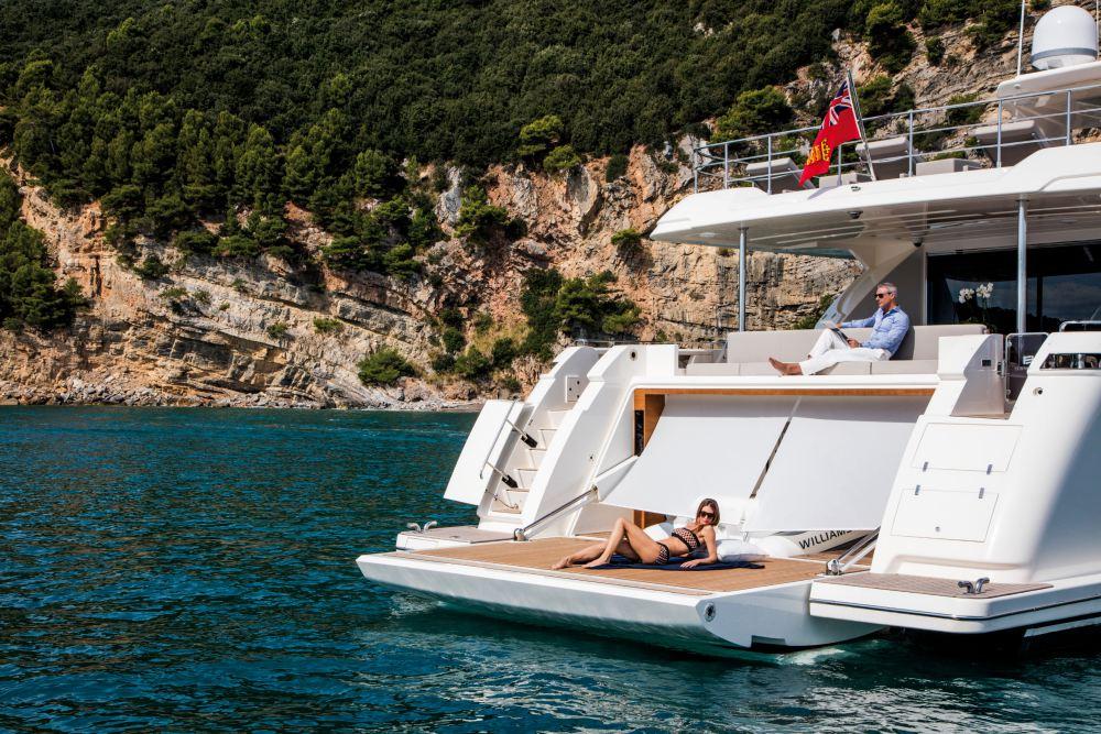 """Ferretti Lanza Primer Super Yate de 108' De La Serie """"Custom Line"""""""