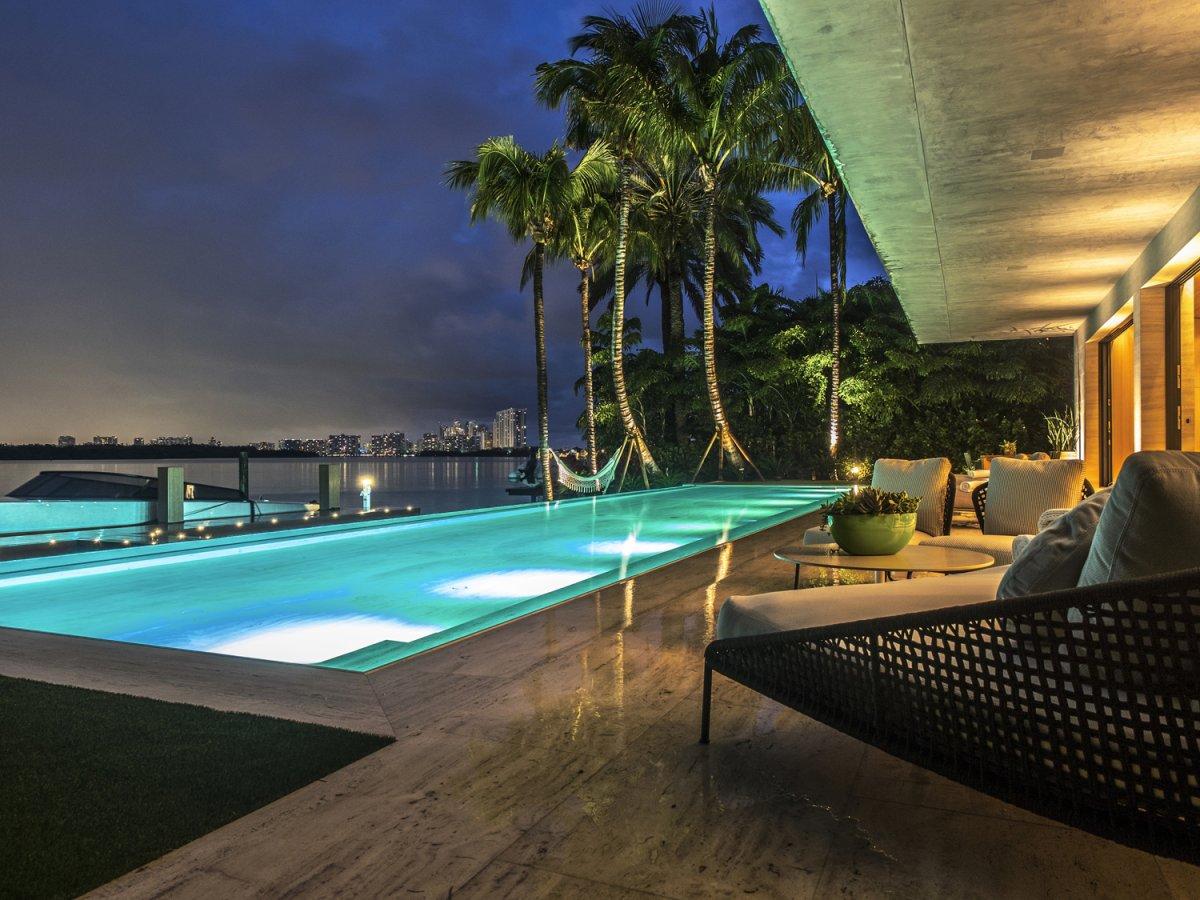 Una Impresionante Mansión Contemporánea En Miami Se Vende Por $43 Millones Y Viene Con Un Jaguar Y Un Súper Yate