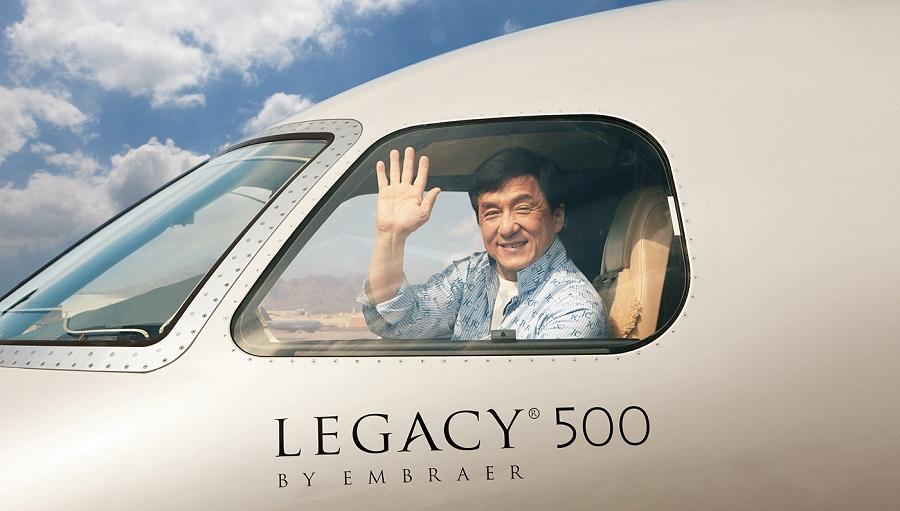 Entra al ultra lujoso y moderno avión privado de Jackie Chan