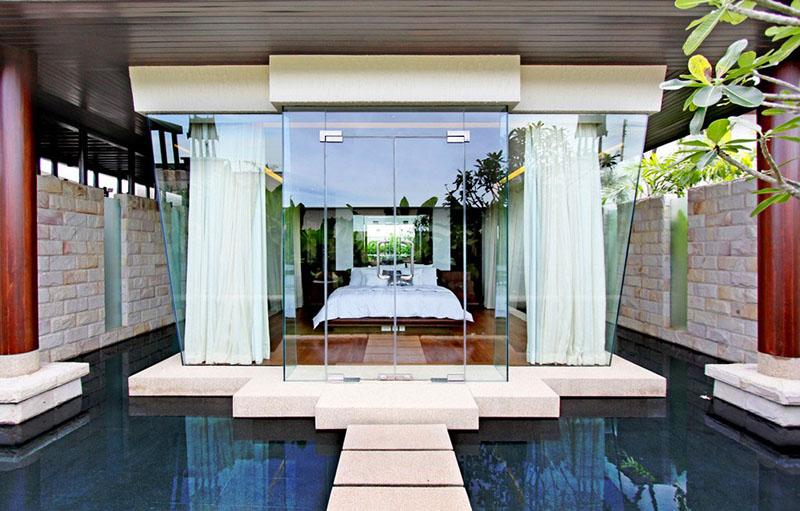 Atraca tu mega yate de lujo en frente la villa de tus sueños en Phuket, Tailandia