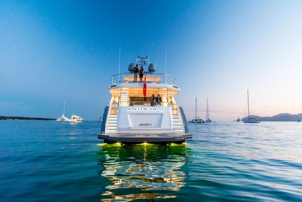 ANTHEYA III: Espectacular Mega Yate De 35 Metros Por Princess Yachts