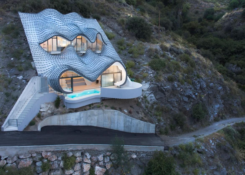 """Casa Del Acantilado: Los Arquitectos De GilBartolomé Construyeron Esta Casa """"Estilo Gaudí"""" En Un Acantilado En España"""