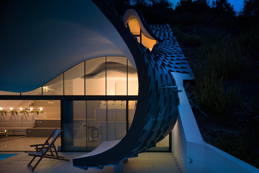 """Casa Del Acantilado: Los Arquitectos De GilBartolomé Construyeron Esta Casa """"Estilo Gaudí"""" En Acantilado En España"""
