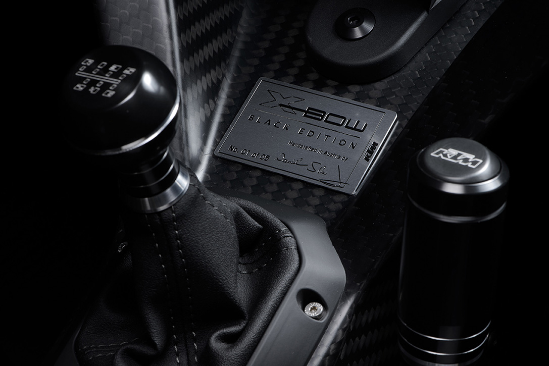 """KTM X-Bow GT """"Black Edition"""" 2016 -- Está Hecho Completamente En Fibra De Carbono"""