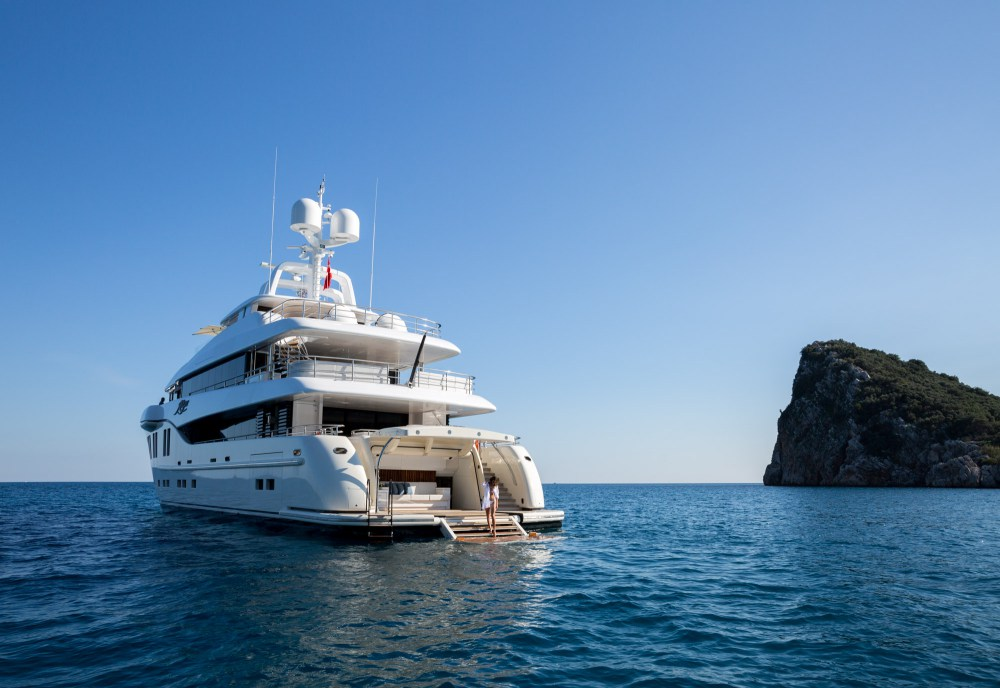 Espectacular mega yate de 41 metros del astillero turco Alia Yachts