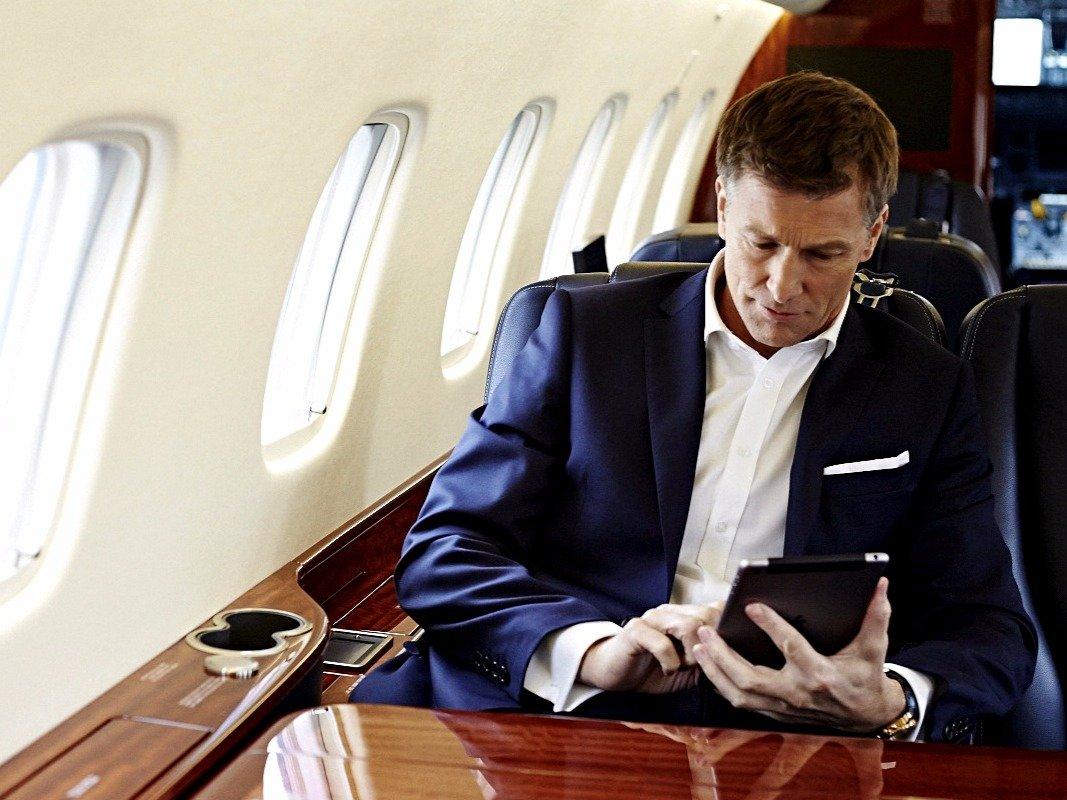 """¡Qué Lujo! El App """"Victor"""" Te Permite Viajar En Jets Privados Junto A Tu Mascota"""