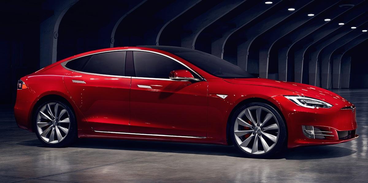 """Tesla Presenta Dos Nuevas Y Más Baratas Versiones De Su """"Modelo S"""""""