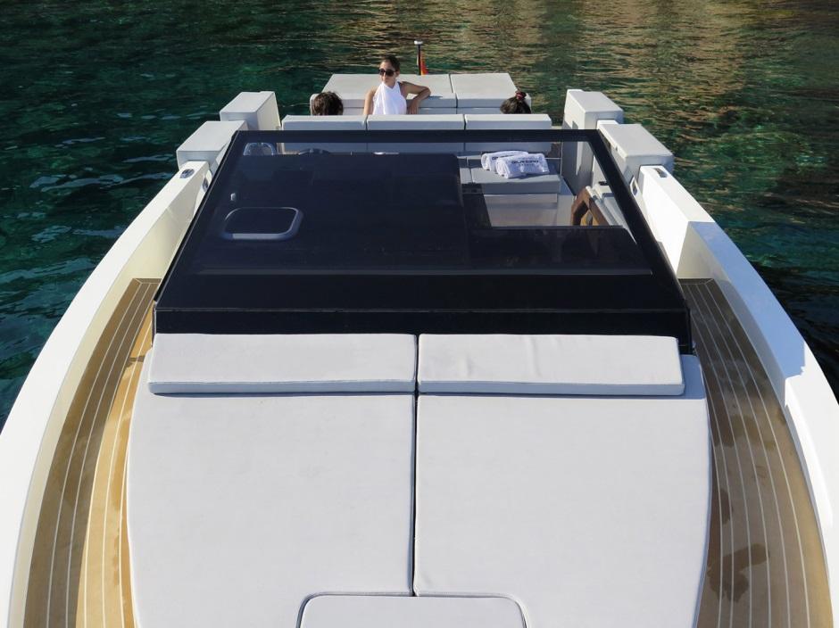 Ubica-id y De Antonio Yachts se unen para crear el yate deportivo D33: El mejor juguete acuático para el verano