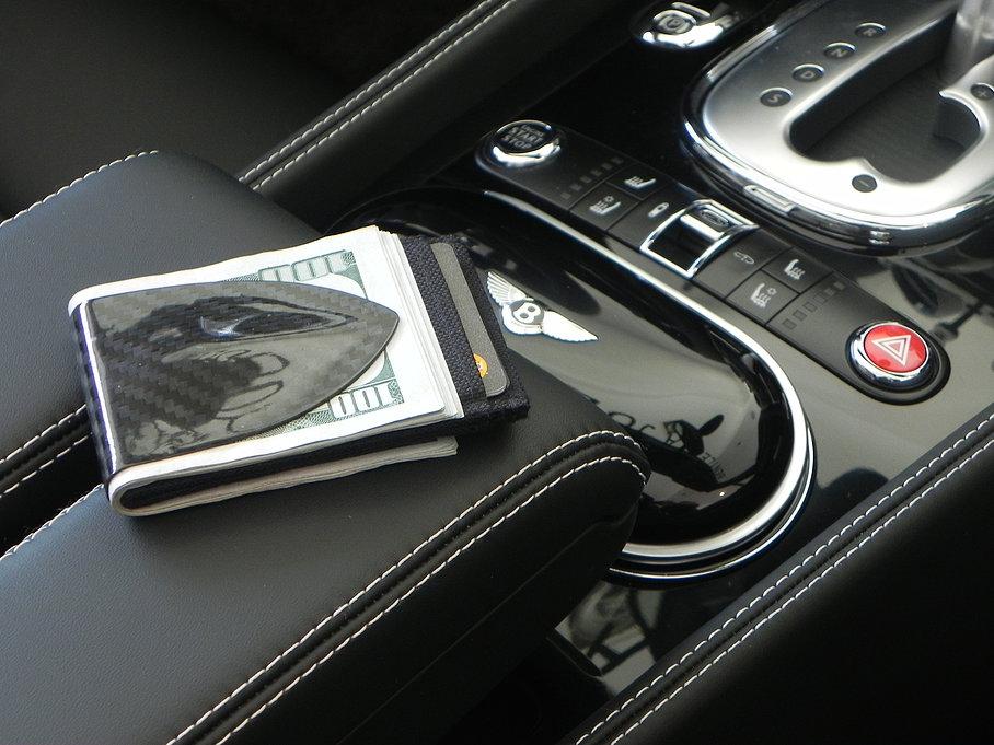 Billetus MAXX: La primera billetera de Fibra de Carbono