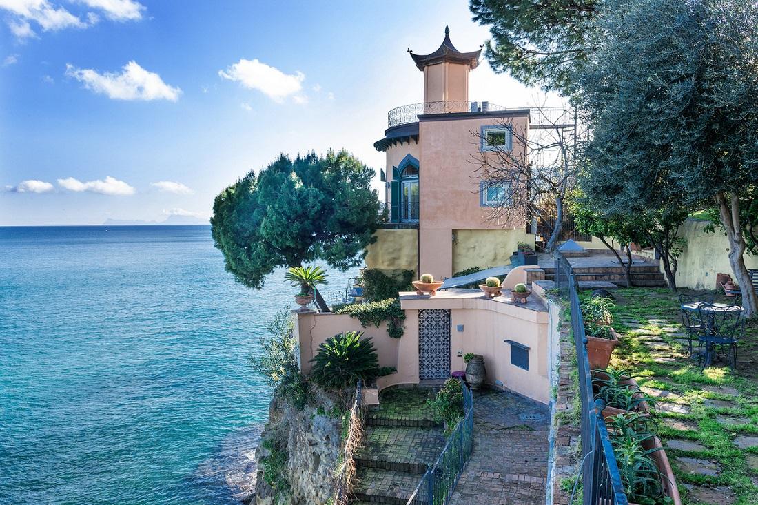 Esta Encantadora Villa En Italia Con Sublimes Vistas Al Golfo de Nápoles Está A La Venta Por €4.9 Millones
