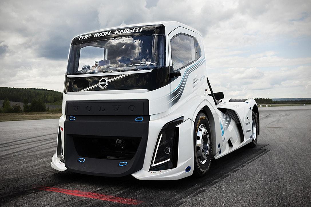 Iron Knight: Camión Volvo De 2.400 Caballos De Fuerza