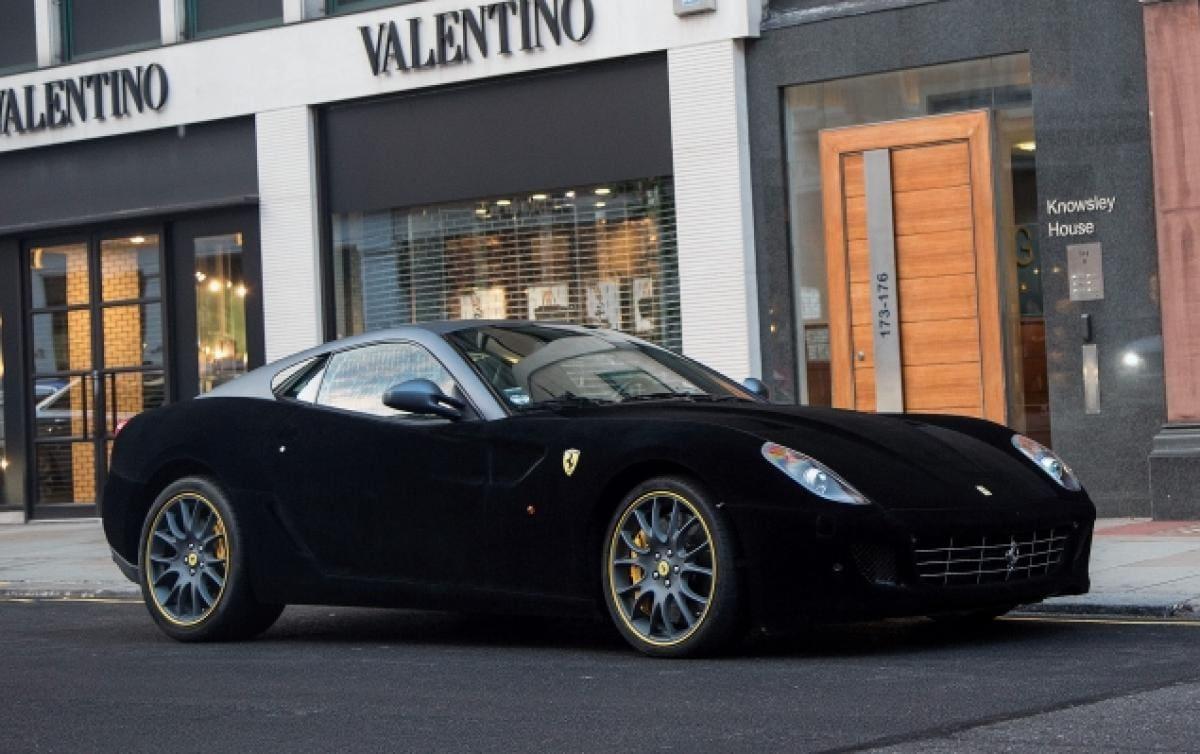 Londres Se Enloquece Con Este Hermoso Ferrari 559 Forrado ¡En Terciopelo Negro!