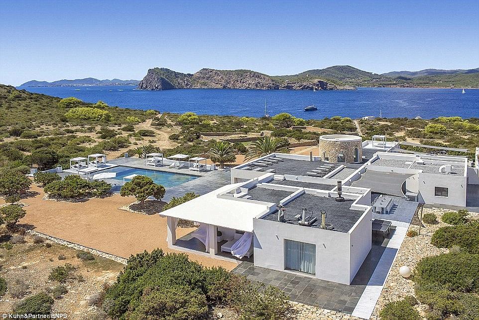 Entra A La Isla Privada Tagomago, Donde El Futbolista Galés, Gareth Bale, Le Propuso Matrimonio A Su Novia