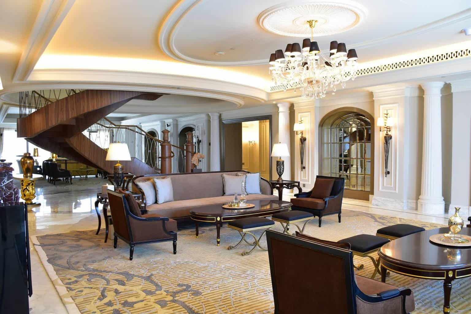 """La """"Suite Imperial"""" del Habtoor Palace no solo es ultra lujosa, también es súper enorme"""