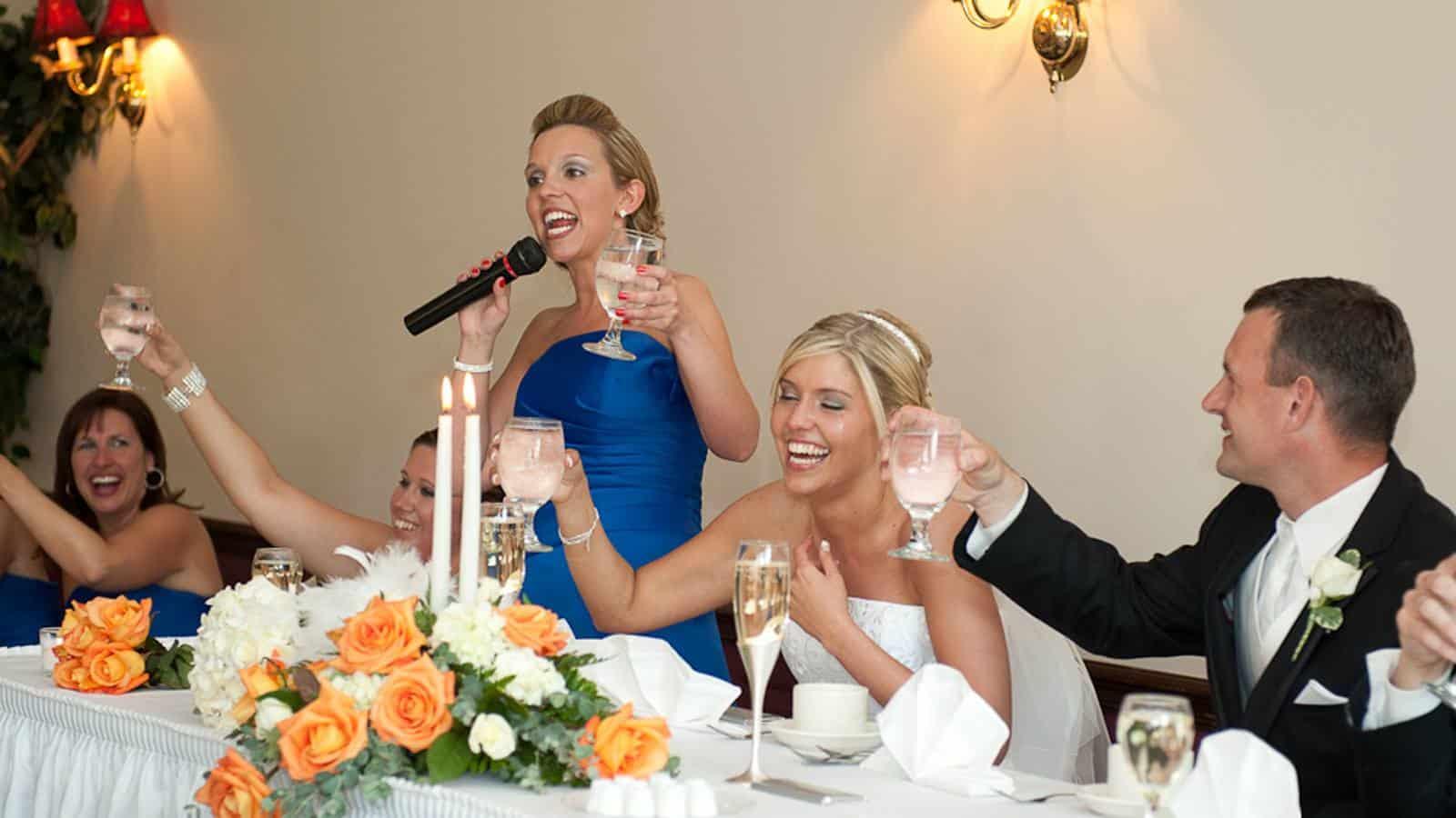 Conozca a Jen Glantz, la dama de honor profesional que gana hasta $2.000 por boda