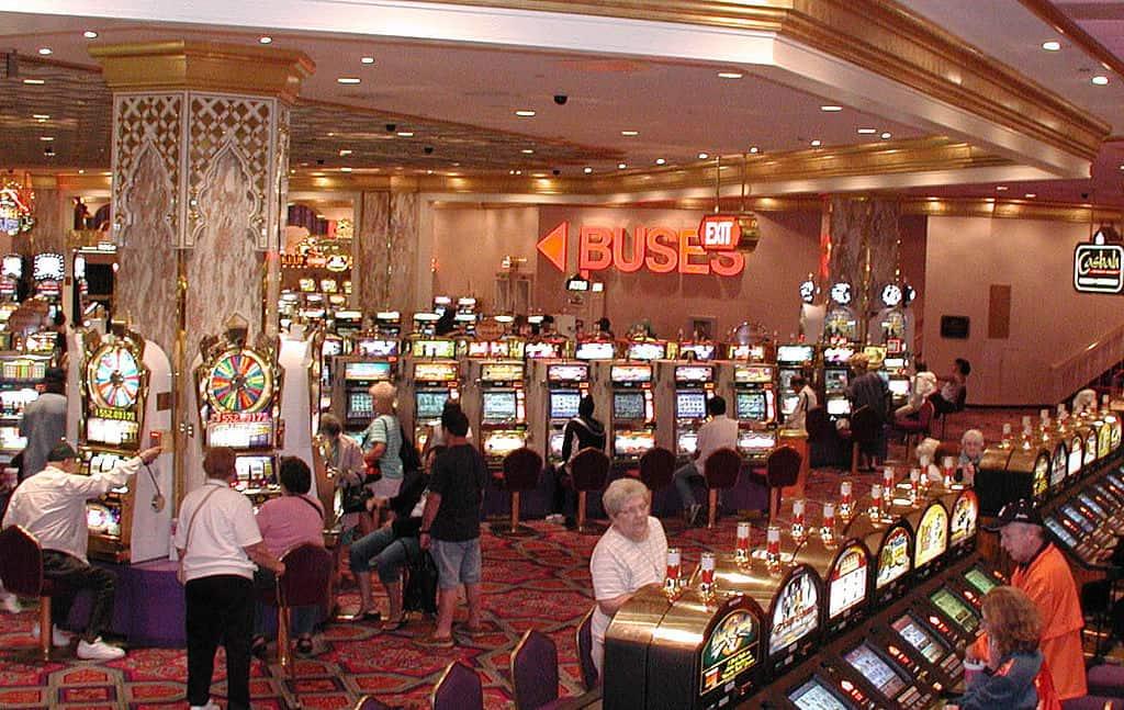 Una apuesta de $3 se convierte en un mega premio de $10,7 millones para una jugadora suertuda en Las Vegas