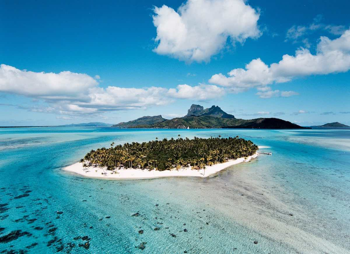 Magnate de cosméticos, François Nars, pone a la venta su isla de 10 acres en Bora Bora por $50 millones
