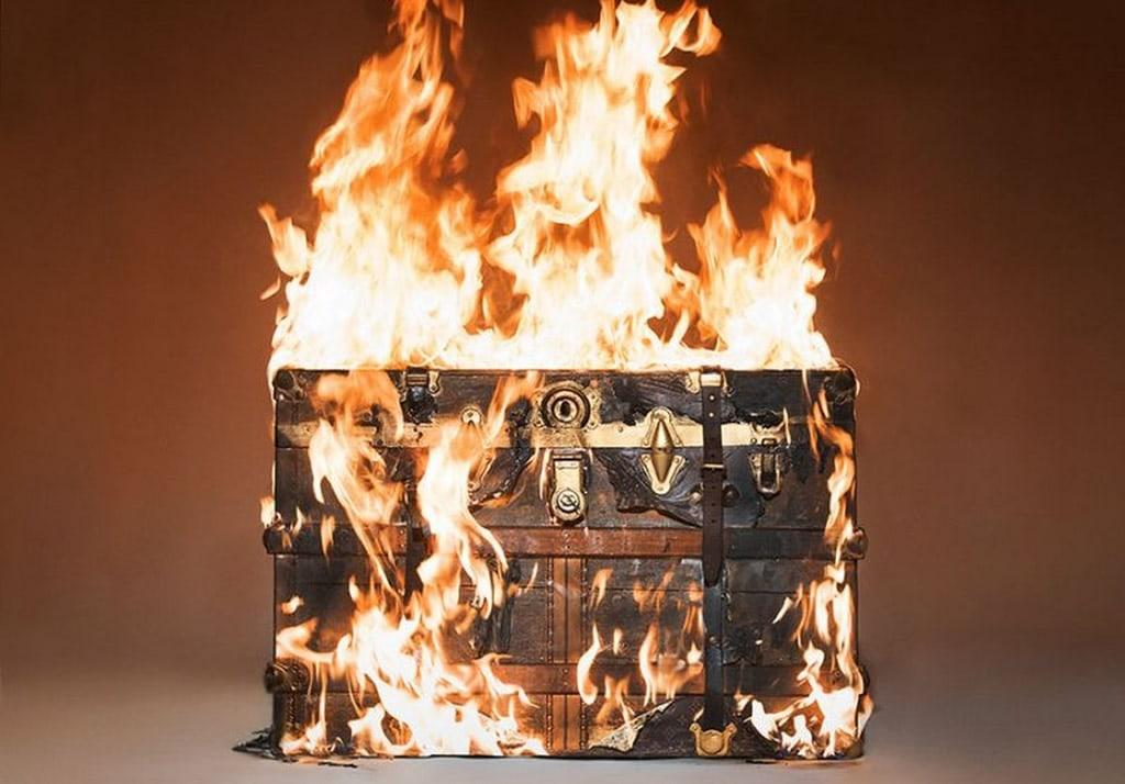 Quema este costoso Baúl Louis Vuitton de $15.000, solo por el amor al arte
