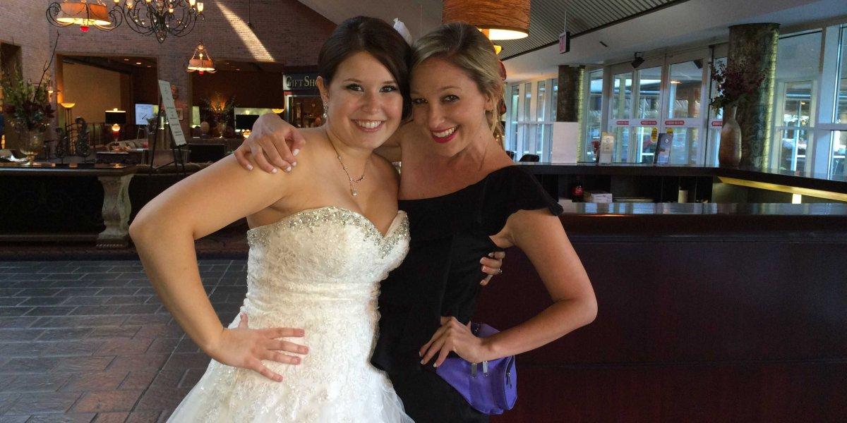 ¡Solo en EEUU! Conoce a la 'dama de honor profesional' que gana hasta $2.000 por boda