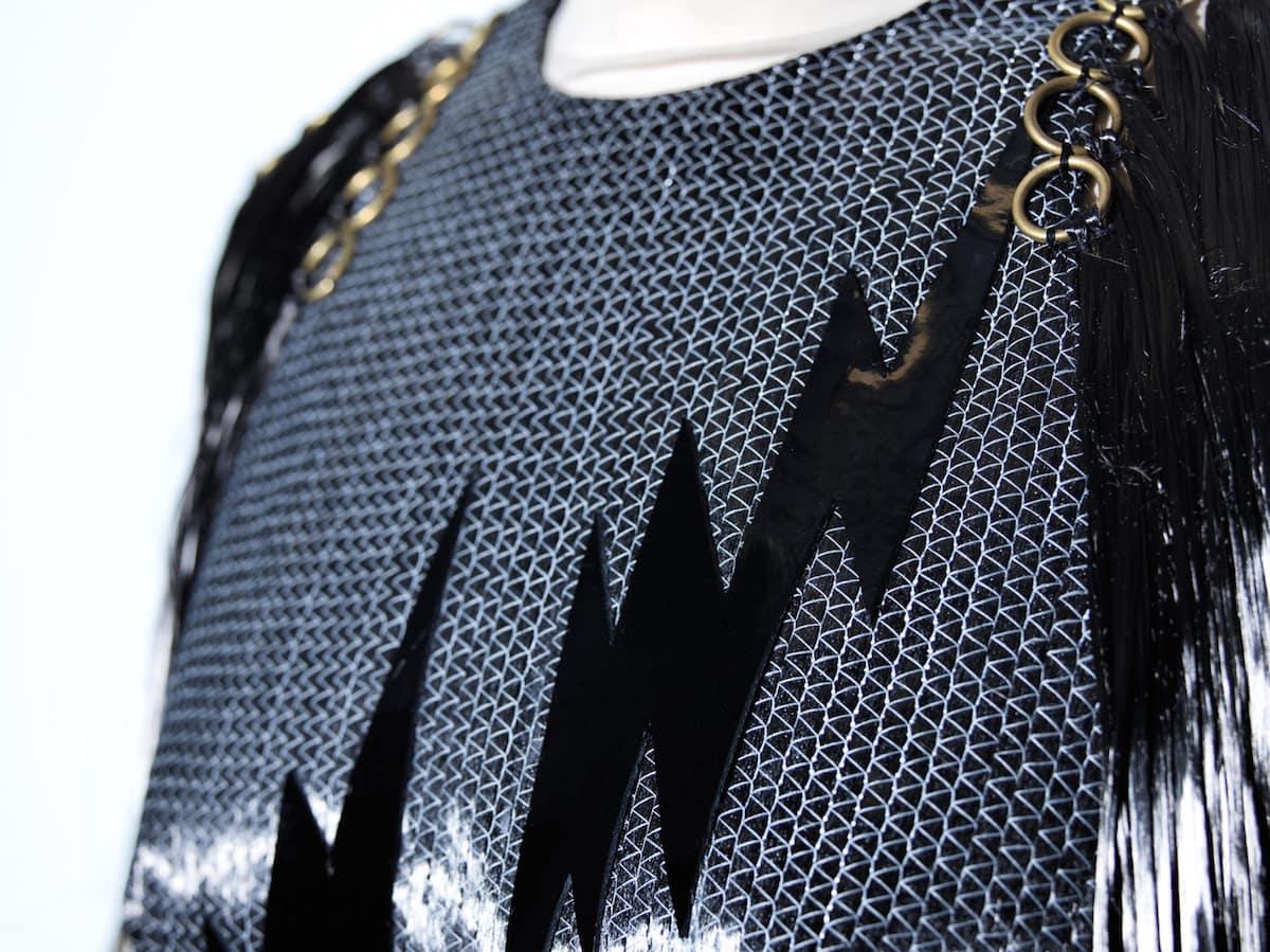 Increíble vestido de fibra de carbono develado por las diseñadoras de moda Felder + Felder e inspirado en el BMW i
