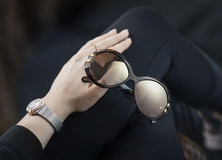 """El fabricante de los relojes de lujo """"Omega"""" anuncia sus nuevas gafas en colaboración con el grupo Marcolin"""