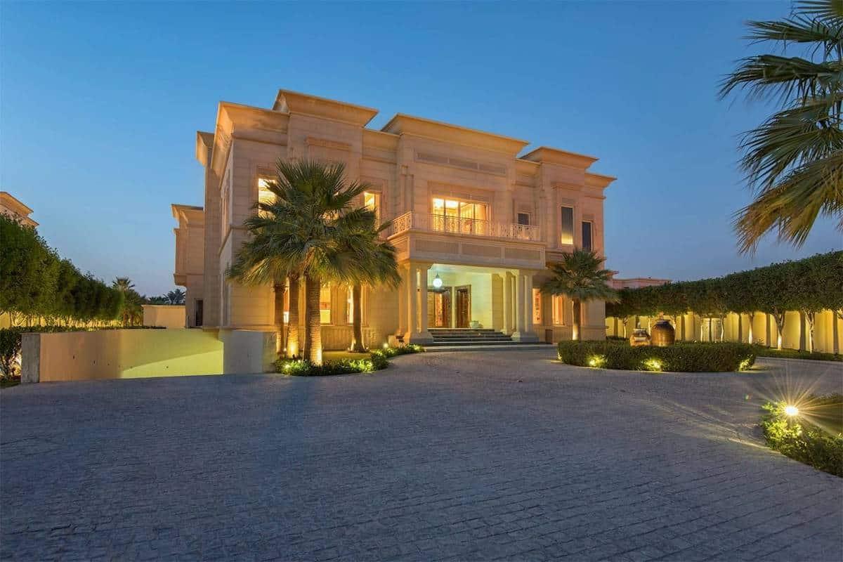 Ponen a la venta, este majestuoso palacio árabe de 24.700 pies cuadrados en Dubái, EAU