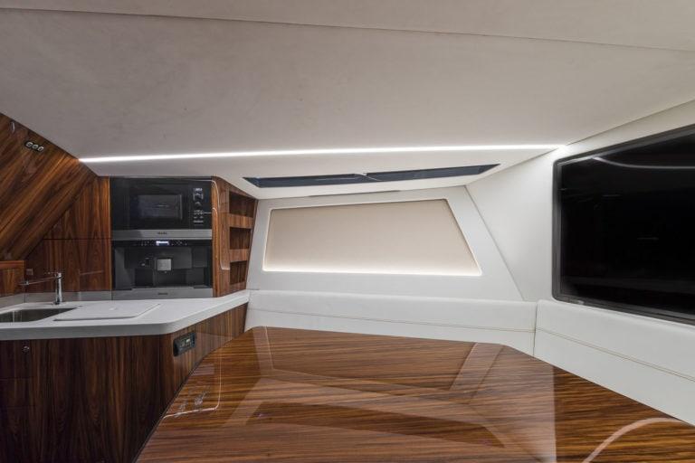 Aston Martin debuta en la industria náutica con su primera lancha de lujo