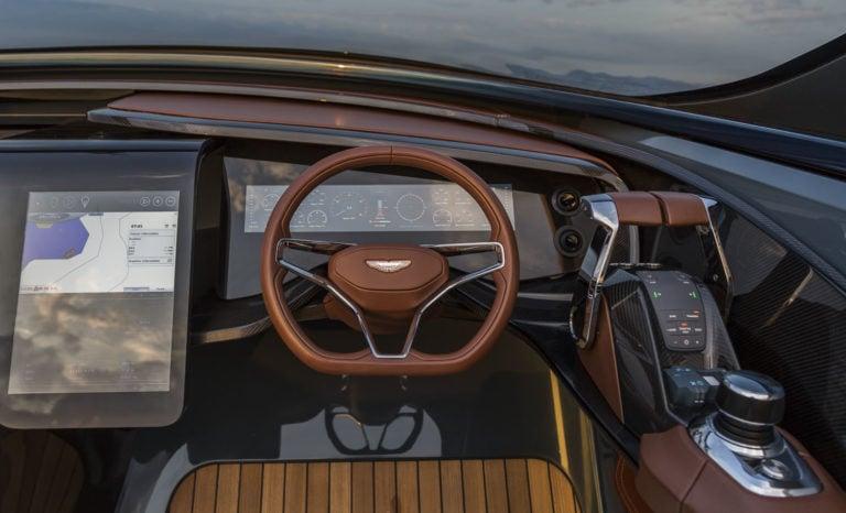 Aston Martin debuta en la industria náutica con su primera lancha de lujo, la AM37