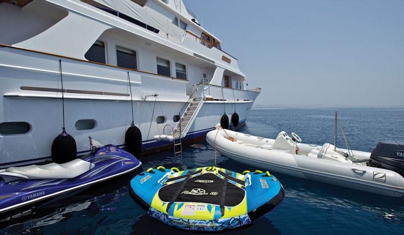 Suncoco: Ponen a la venta este elegante super yate de 103 pies por $4.1 millones