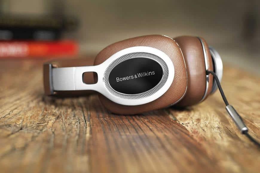 Estos elegantes y caros auriculares Bower & Wilkins cuentan con sonido de primera