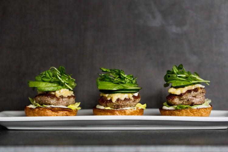 Todo lo que necesitas saber sobre el nuevo cine de lujo en Nueva York que sirve comida de la famosa chef Sherry Yard
