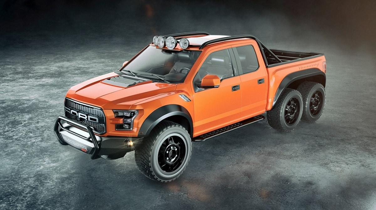 Camioneta pick up Ford VelociRaptor 6x6 en naranja