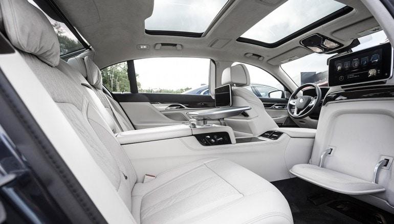 Los 10 coches de lujo más elegantes y cómodos para viajar mientras un chofer conduce