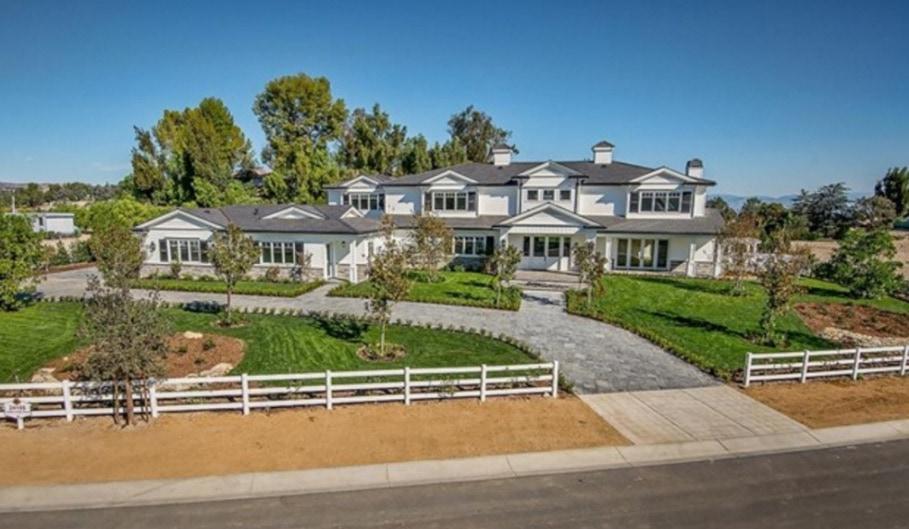 Kylie Jenner compra otra mega mansión, esta vez en Hidden Hills, California por $12 millones
