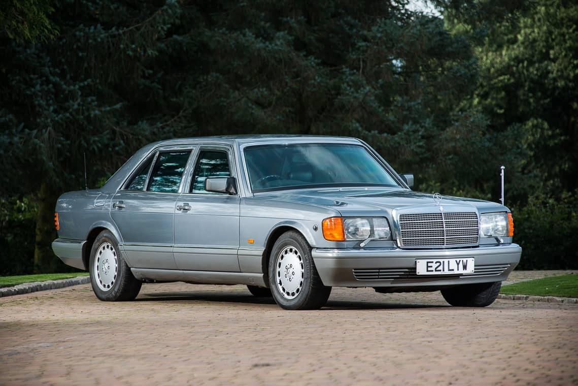 Mercedes-Benz blindado del ex rey de Jordania será subastado