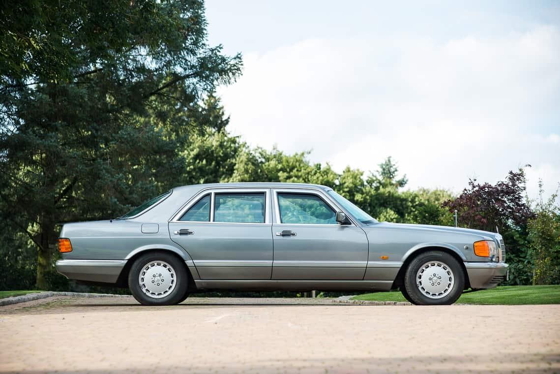 El auto blindado del ex rey de Jordania será subastado