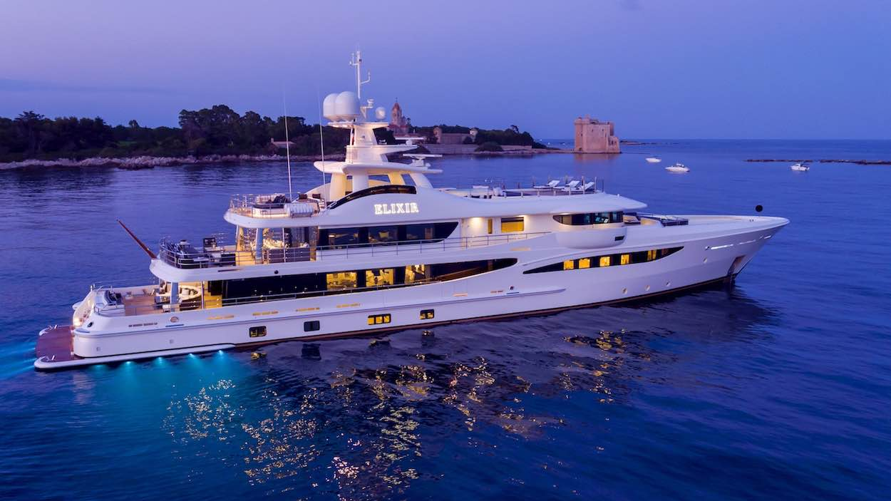 AMELS entrega lujoso super yate ELIXIR 55M a su dueño