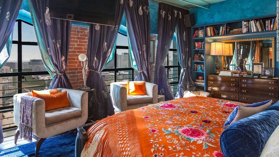 Entra en el hermoso y lujoso penthouse en Los Ángeles que Johnny Depp está vendiendo en $12.7 millones