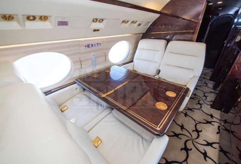 Chequea el nuevo avión privado de Floyd Mayweather