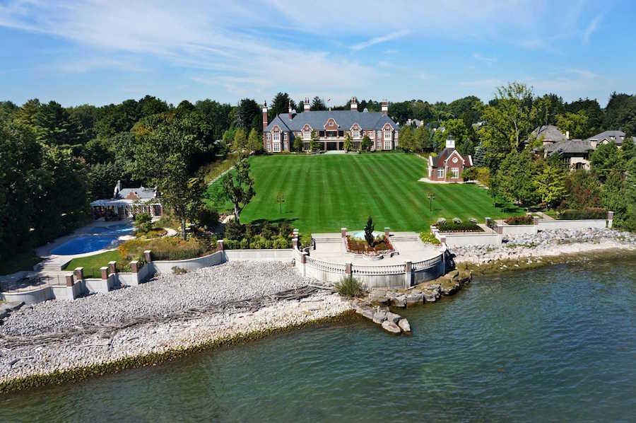 Chelster Hall: Lujosa mega mansión de $65 millones CAD a orillas de un lago en Ontario, Canadá