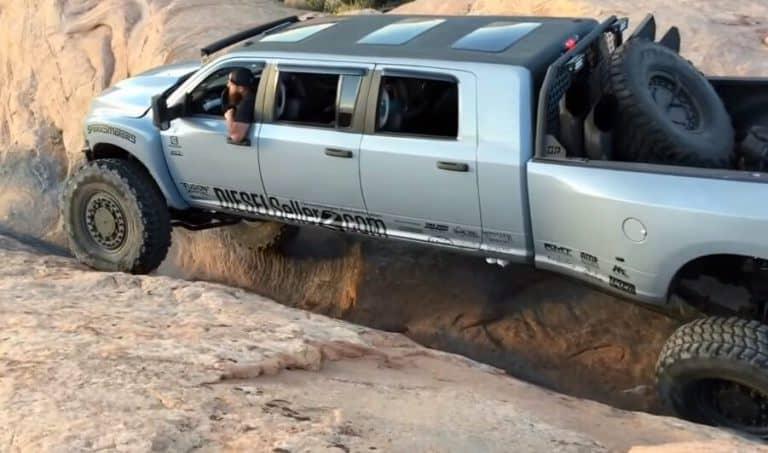 "Echa un vistazo a esta monstruosa Dodge Mega RAM Runner de 6 puertas cruzando el ""Hells Gate"""