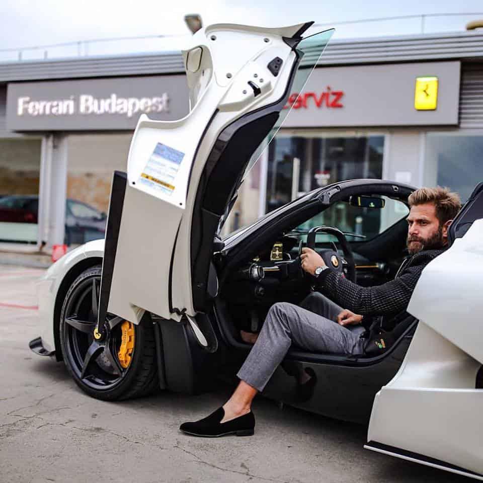 Qué hermoso luce este LaFerrari Aperta en color blanco que recibió un coleccionista de Ferraris