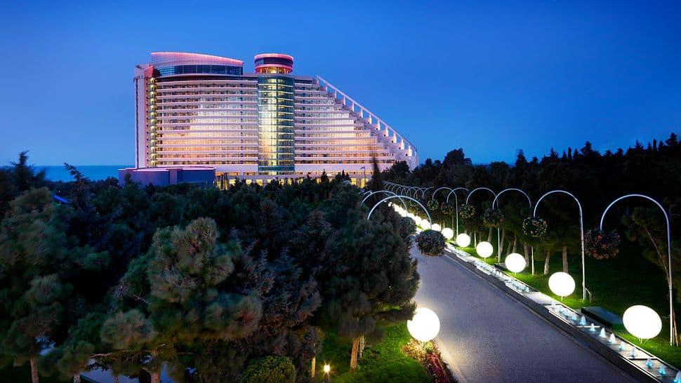 El espectacular hotel Jumeirah Bilgah Beach en Bakú tiene todo para un perfecto escape de sol, playa y mucho lujo