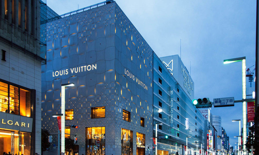 Fachada high-tech en la nueva tienda de Louis Vuitton en Tokio diseñada por Aoki Jun
