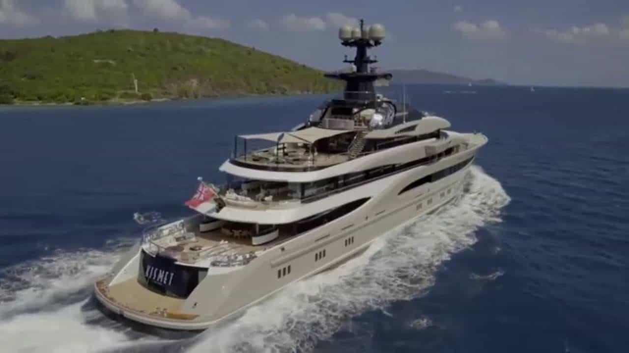 Mira el deslumbrante MEGA YATE Kismet del multimillonario Shahid Khan zarpando de Londres