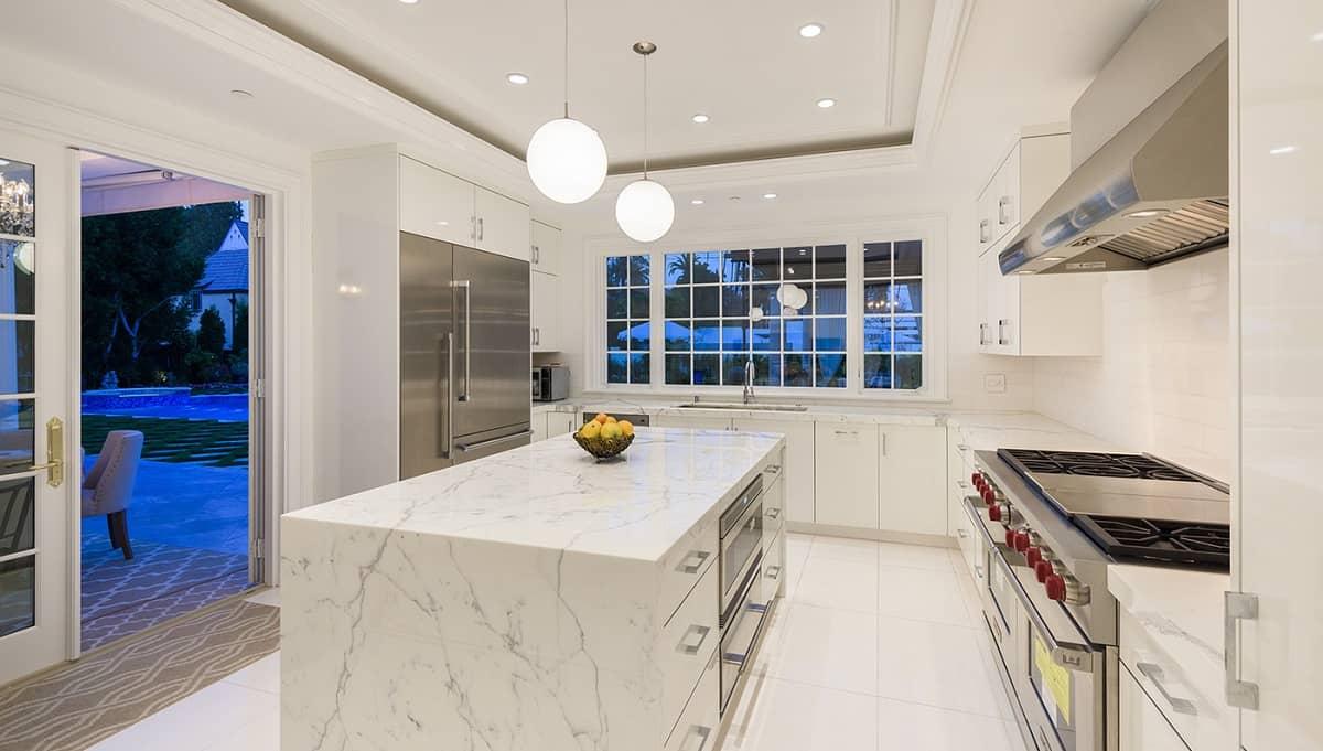 ¡Qué Belleza de Casa! Esta Mega Mansión en Beverly Hills de 11 habitaciones a la venta en $30 MILLONES