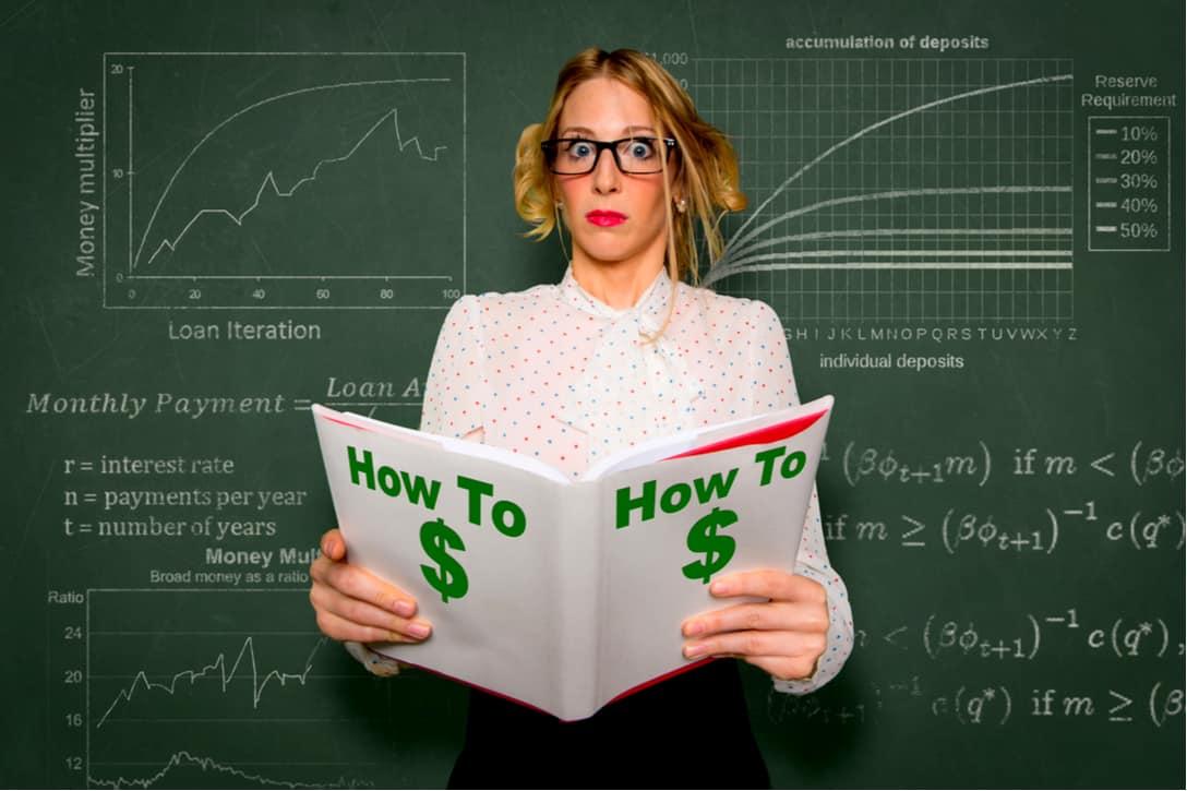 Mujer aprendiendo como iniciar su carrera en los mercados financieros.