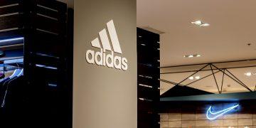 La increíble historia de Ma Jianrong: Descubre como pasó de trabajar como obrero de fábrica a CEO, convirtiéndose en un multimillonario que hoy le suple a las multinacionales Nike y Adidas