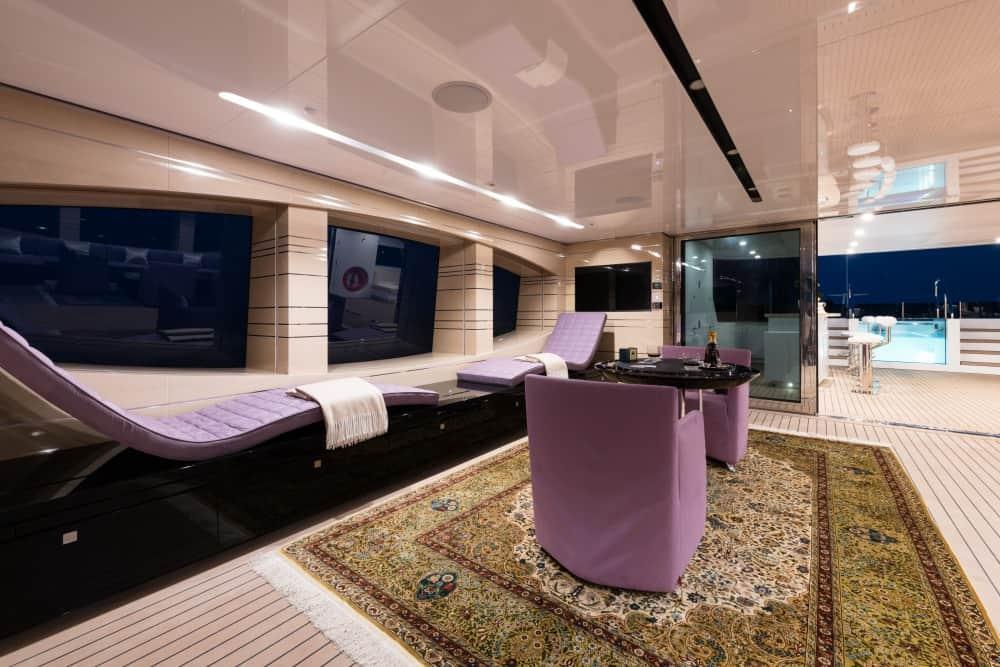Suba a bordo del nuevo yate Irimari por Sunrise Yachts